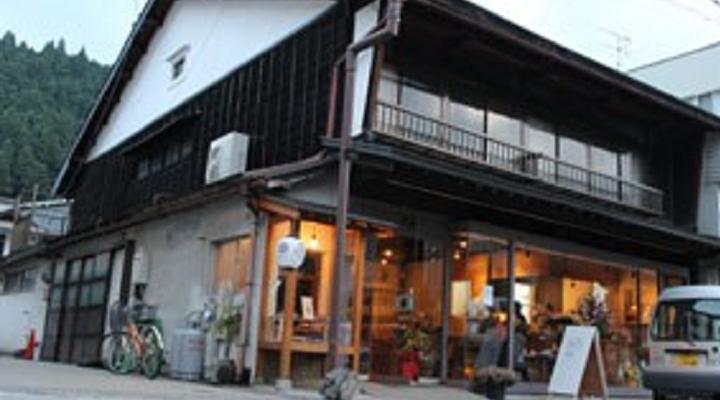 夕暮れ時の糸カフェ